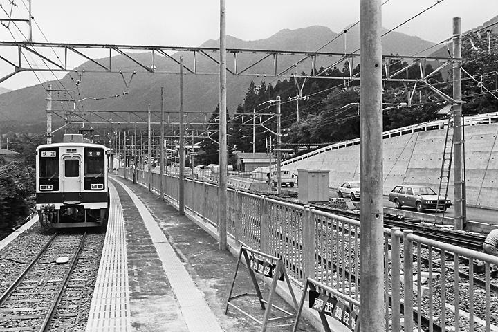 198603新藤原駅ホーム_02
