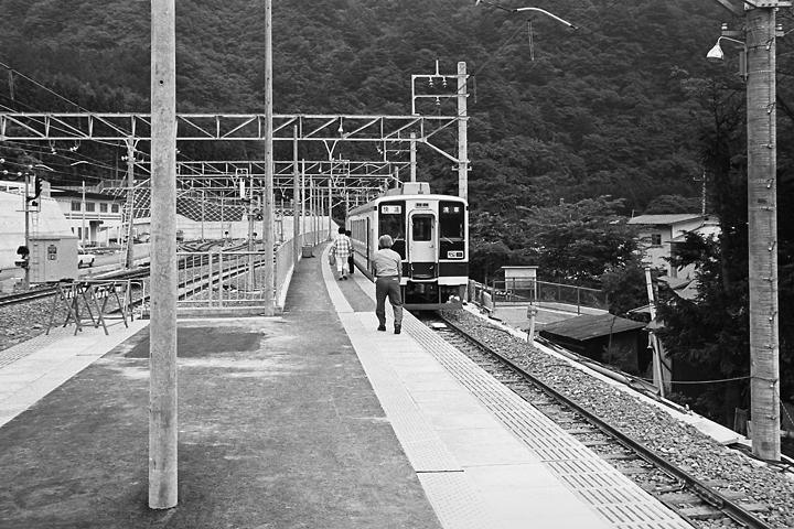 198603新藤原駅ホーム_07