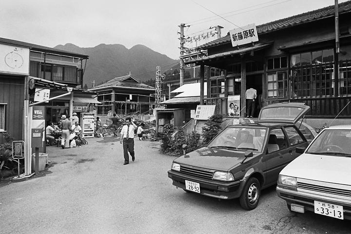 198603新藤原駅旧駅舎_02