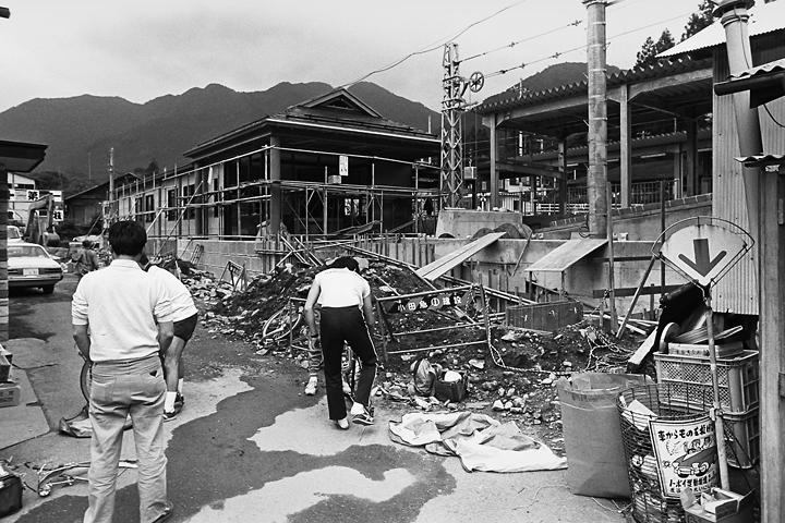 198603新藤原駅工事中_03