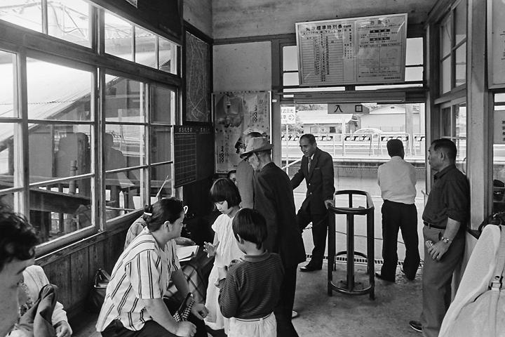 198603新藤原駅旧駅舎_03