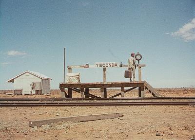 『荒野の千鳥足』 これでも駅である。周囲には延々と乾いた大地が続く。