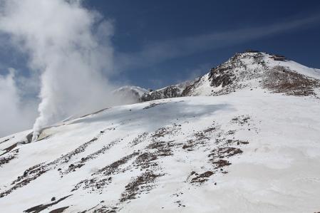 火山ガス吹く御嶽頂上