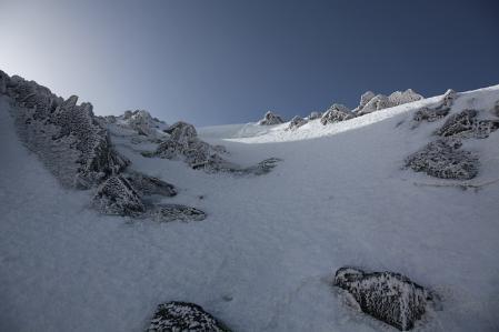 雪壁(直登ルート)を望む