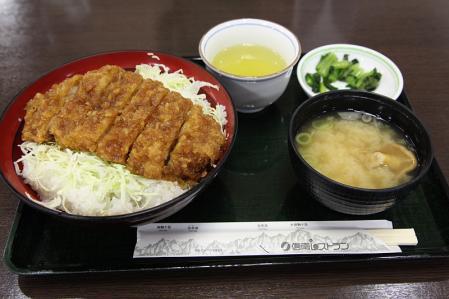 駒ヶ根SA(上) ソースかつ丼(1050円)