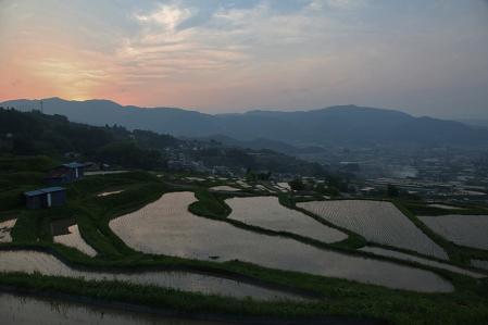 棚田の夕景イマイチ写真