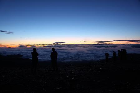 蝶ヶ岳より朝の雲海を眺める