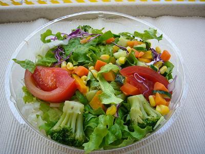 ミニストップの巨大野菜サラダ.JPG