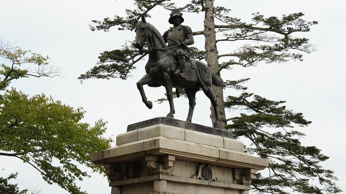 政宗銅像の1