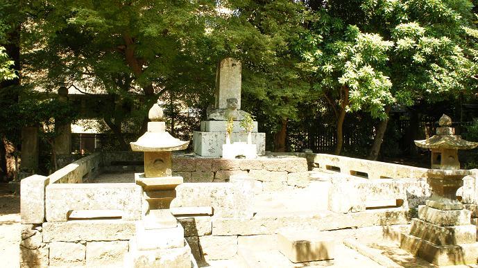 武光公のお墓