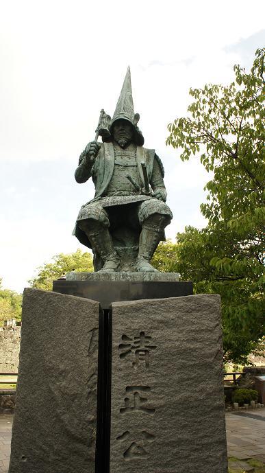 熊本城前の加藤清正公