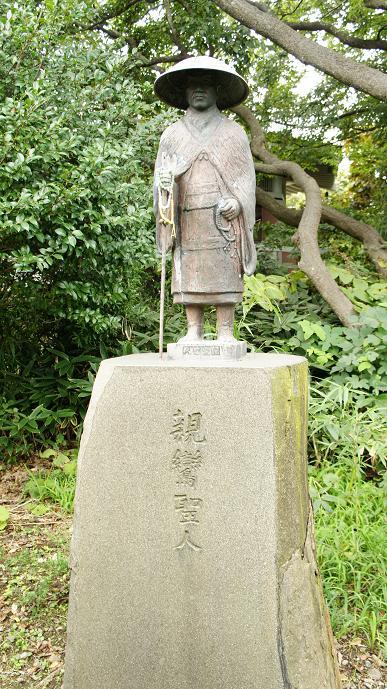 親鸞上人銅像