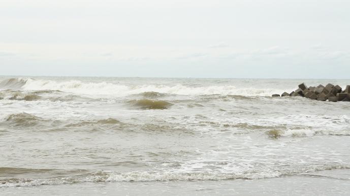 逆巻く波の日本海