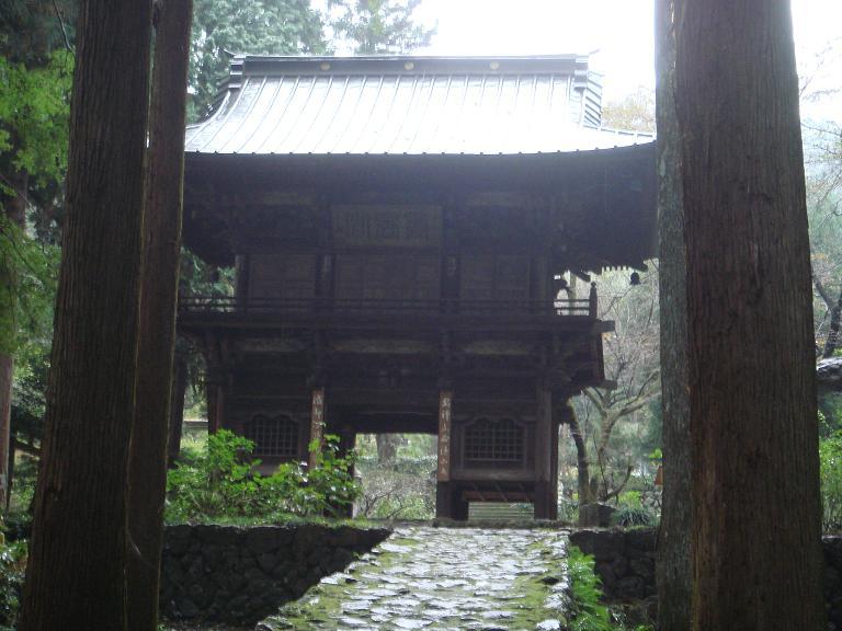 龍穏寺山門