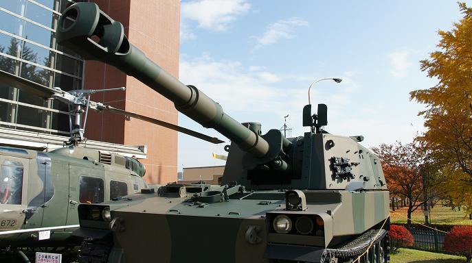 75式自走155ミリ榴弾砲