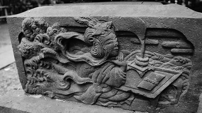 石灯篭の彫刻アップ