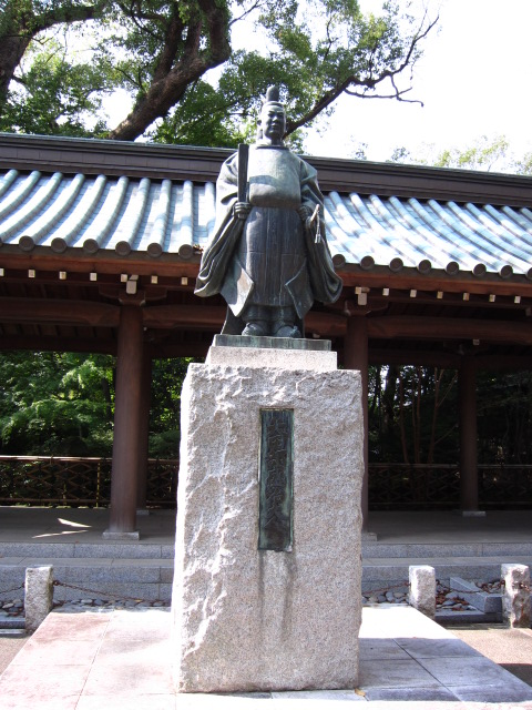 矢田部銅像1