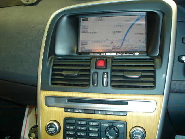 ボルボ XC60にカロッツェリア ナビを取り付けてみました。