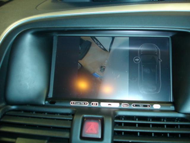 ボルボ XC60 純正サイドカメラを社外ナビに映します。