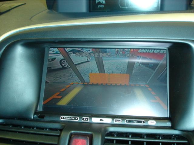 ボルボ XC60の純正バックカメラを社外ナビに映します。