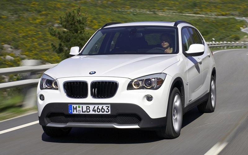 BMW X1に地デジ、バックカメラを取り付けました。
