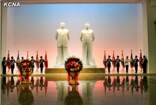 太陽宮殿銅像