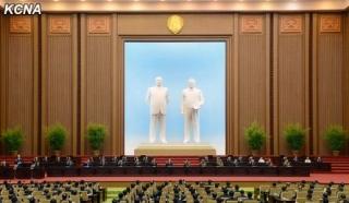 万寿台議事堂銅像