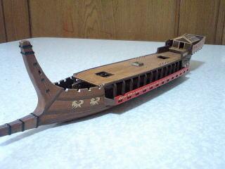 複製した船尾楼小屋を含めて仮組み。