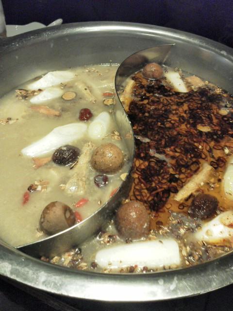 火鍋の2色スープ