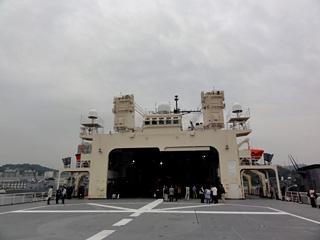 広大なヘリ甲板