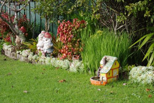 庭の小人1