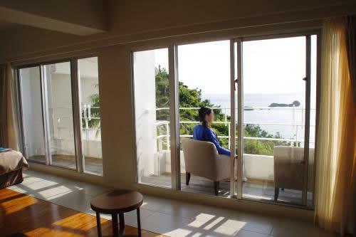 浜比嘉リゾート夜の客室