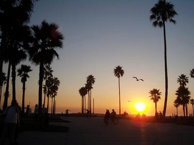 3670820-Sunset_at_Venice_Beach-Los_Angeles.jpg