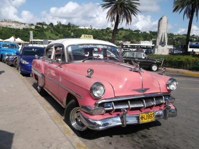 クラシックカー(ハバナ旧市街にて)