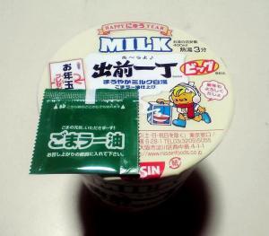 HAPPY にゅう YEAR MILK 出前一丁 まろやかミルク白湯(ふた)