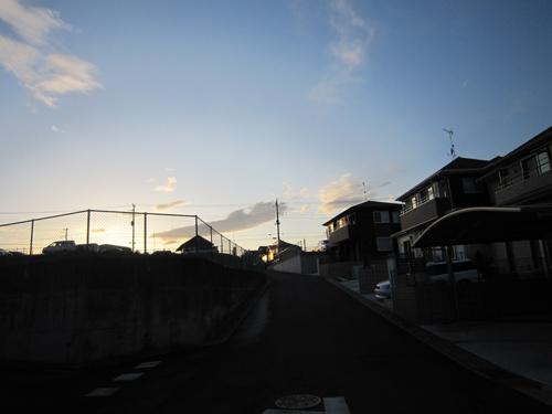 陽も落ちて