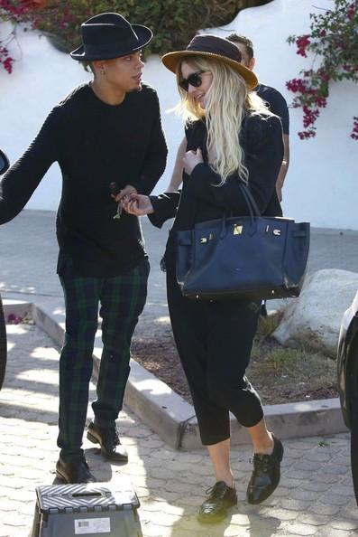 Ashlee+Simpson+Evan+Ross+Out+Lunch+Malibu+141004_01.jpg