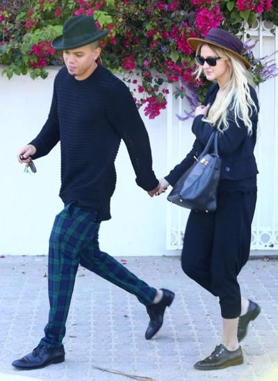 Ashlee+Simpson+Evan+Ross+Out+Lunch+Malibu+141004_02.jpg