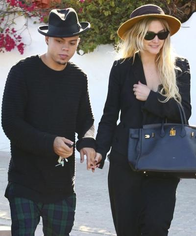 Ashlee+Simpson+Evan+Ross+Out+Lunch+Malibu+141004_03.jpg