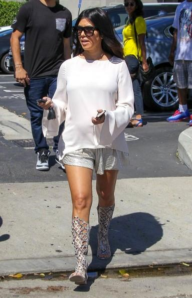 Pregnant+Kourtney+Kardashian+Leaving+Studio+20140922_01.jpg
