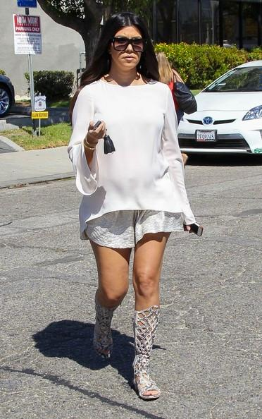 Pregnant+Kourtney+Kardashian+Leaving+Studio+20140922_02.jpg