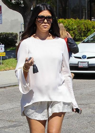 Pregnant+Kourtney+Kardashian+Leaving+Studio+20140922_03.jpg