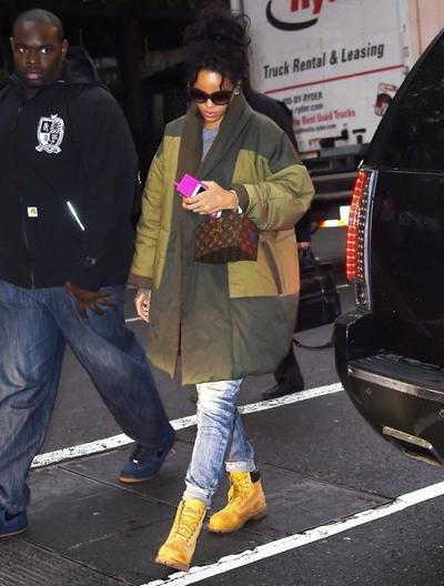 Rihanna+Heads+To+Her+NYC+Hotel+20141027_03.jpg