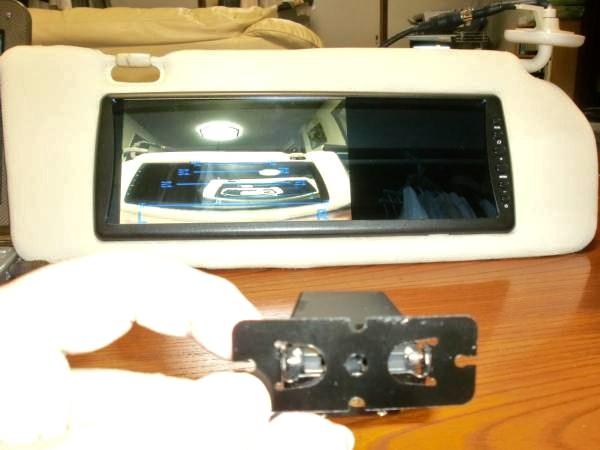リアなどのカメラ用サンバイザーモニター