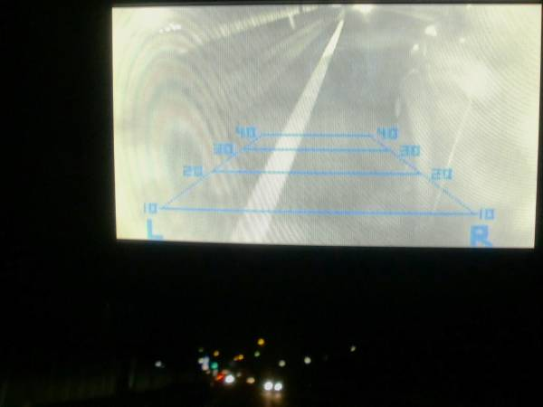 街灯がなくても撮影でき、対向車のヘッドライトも問題ありませんでした