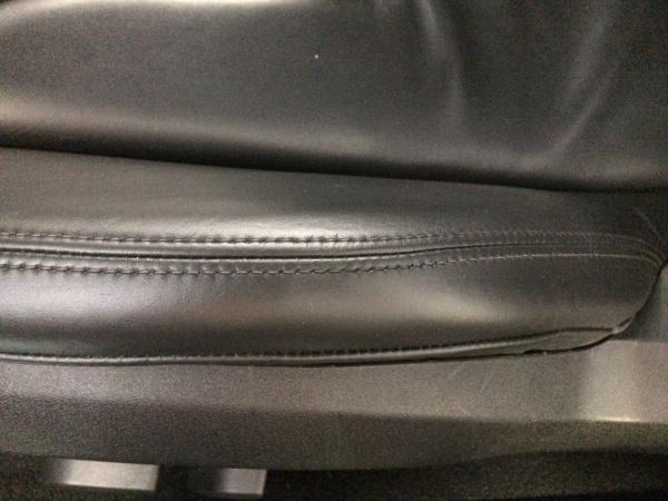 アウディR8 レザーシート ひび割れ補修