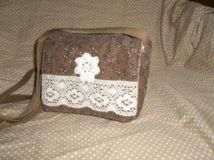 小花のコーディロイに可愛いレース編み