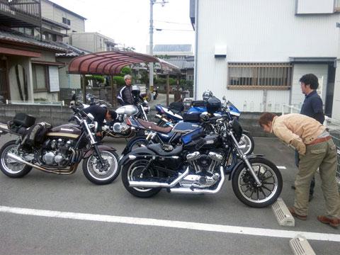 魚榮(駐車場)