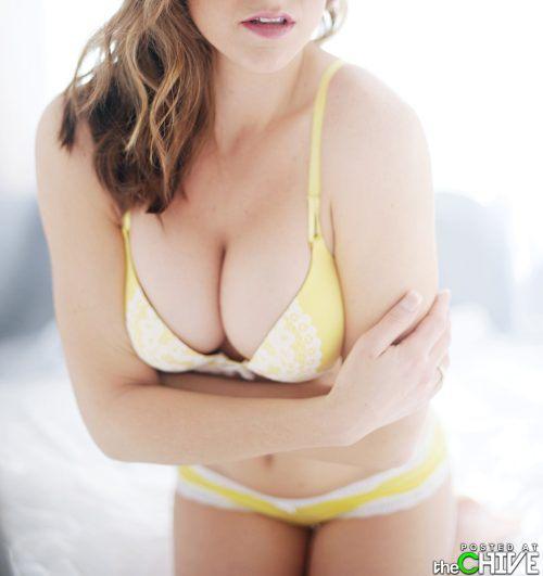 busty-hot-girls-women-cleavage-30.jpg