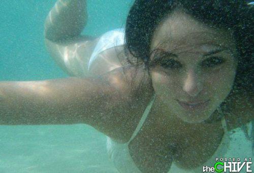busty-hot-girls-women-cleavage-32.jpg